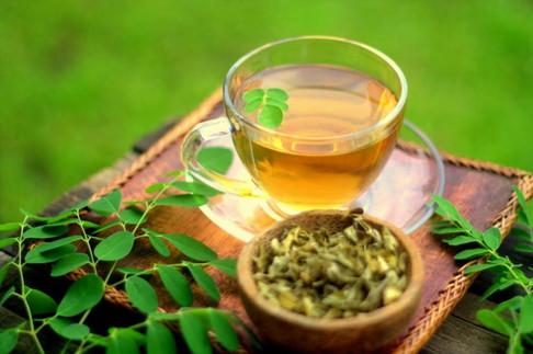 Fresh leaves and infusion of Moringa Oleifera