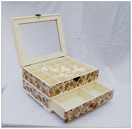 Cream Golden Floral Jewelry Organiser