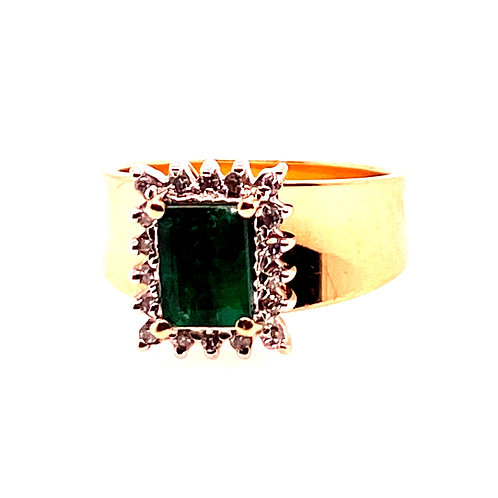 Estate 14kt Yellow Gold Emerald And Diamonds Ring