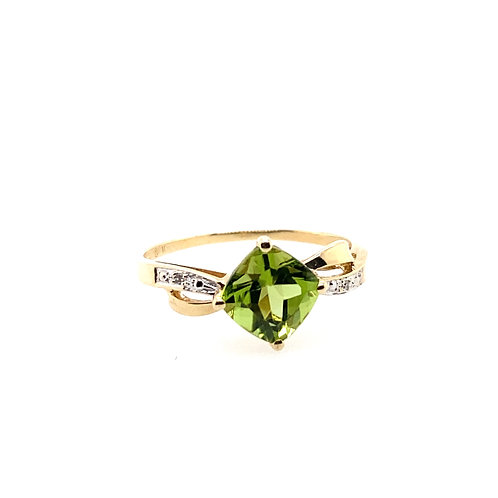 Estate 10kt Yellow Gold Peridot Lady's Ring