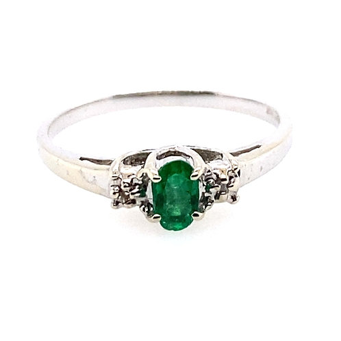 14kt White Gold Oval Emerald And Diamond Ring