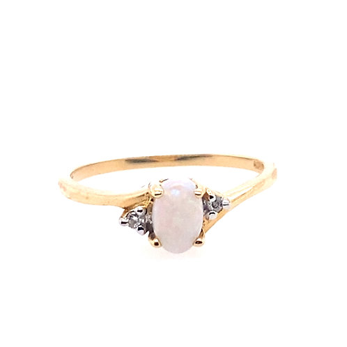10kt Yellow Gold Opal And Diamond Ring