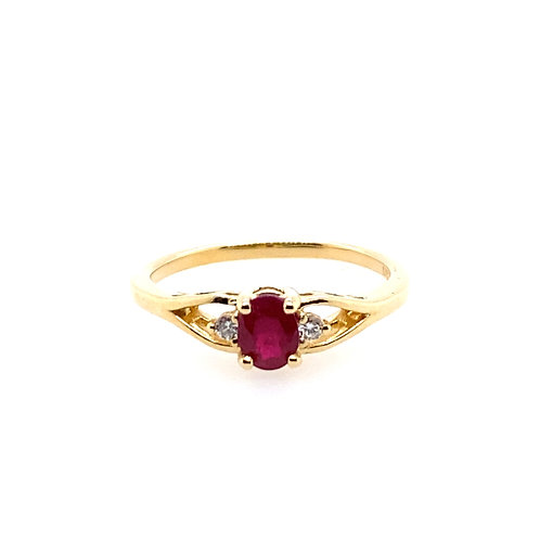 14kt Yellow Gold Ruby And Diamonds Ring