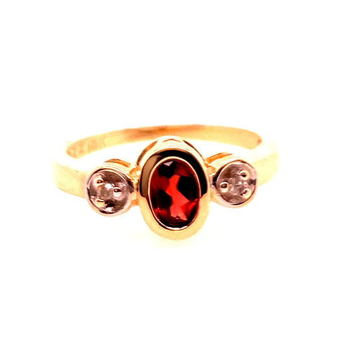 Estate 10kt Yellow Gold Garnet With Diamonds Ring