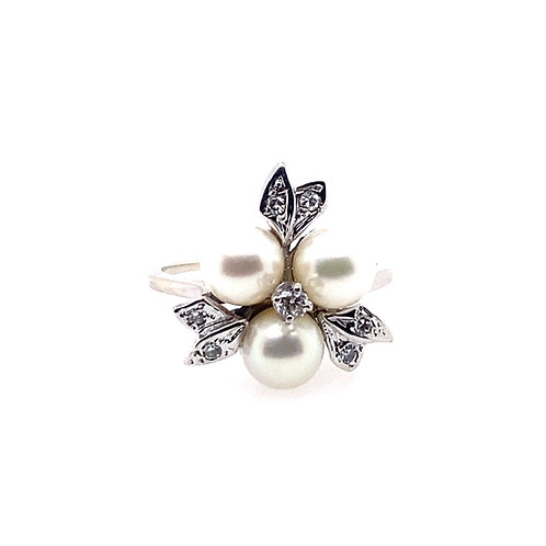 Estate 14kt White Gold 3 Pearls With Diamonds Lady's Cluster Ring