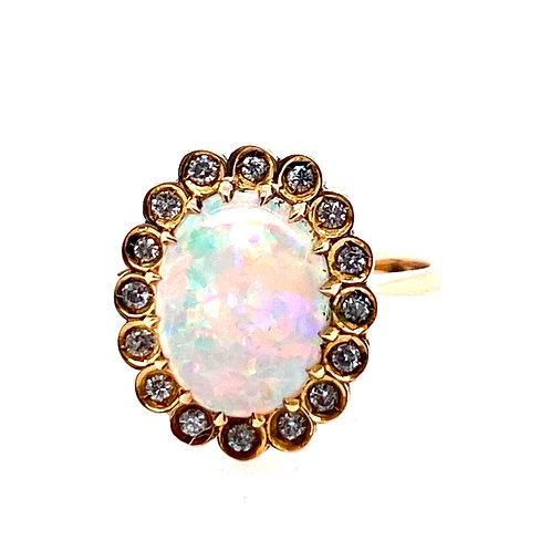 Estate 18kt Yellow Gold Oval Opal And Diamonds Ring