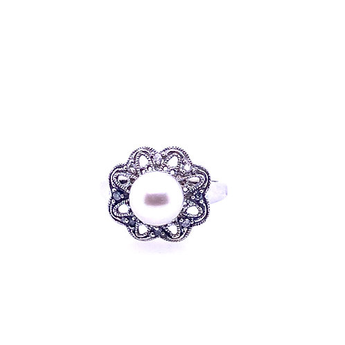 Estate 14kt White Gold Pearl Ring With Diamonds