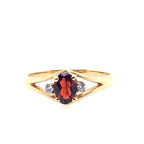 14kt Yellow Gold Oval Garnet Ring