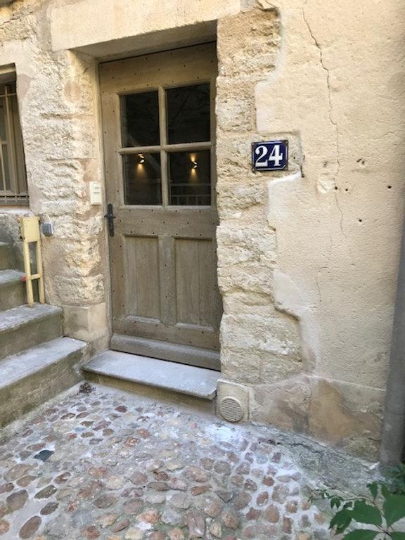 Porte du 24 rue du grand bourguet.JPG