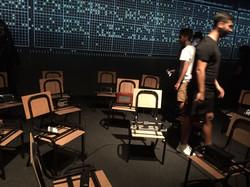 בין הכסאות