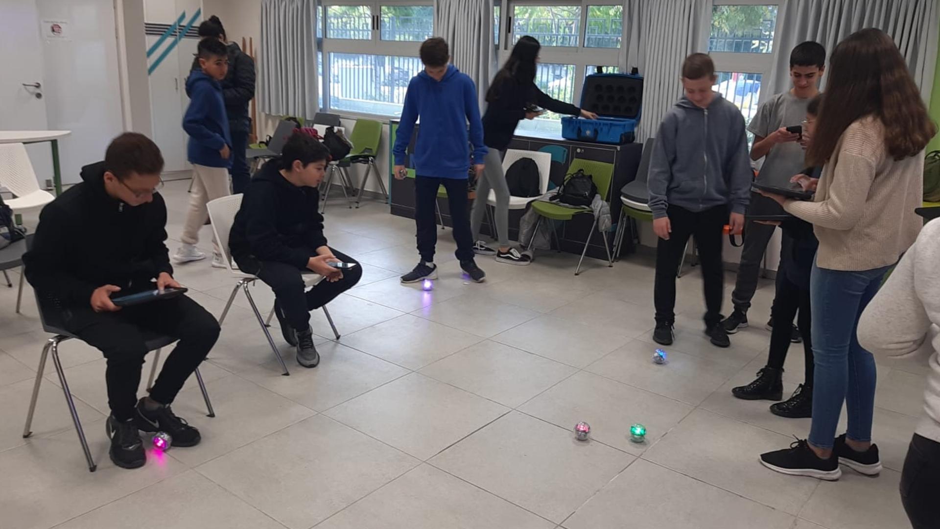 תלמידי ח' במרכז יזמות טכנולוגית