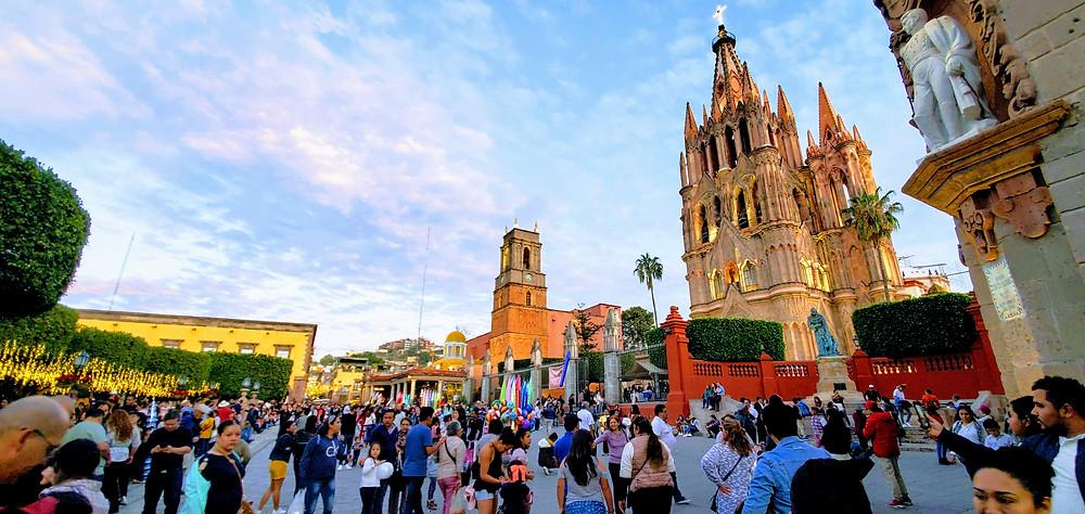 Jardin Allende and the Parroquia de San Miguel Archangel