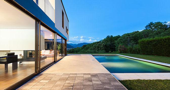 現代の高級住宅-min.jpg