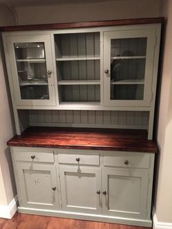 5ft Dresser with 3 doors