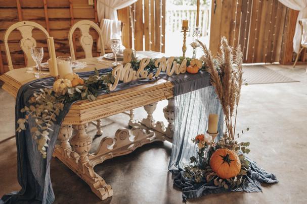 Janna & Ethan's sweet heart table