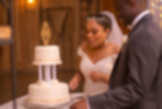 Najma & Levon cutting the cake