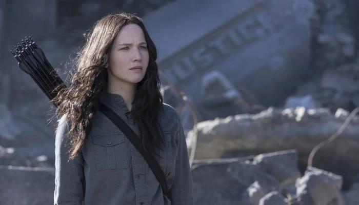 Em Jogos Vorazes a joven Katniss Everdeen se oferece como voluntária na competição apenas para salvar sua irmã caçula. Foto: divulgação.