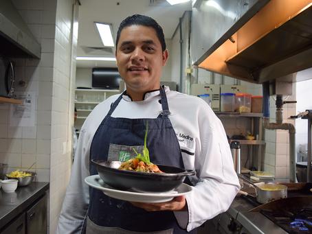 Pratos brasileiros e técnicas venezuelanas na cozinha