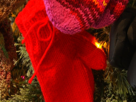 Mitten Tree to Benefit the Homeless