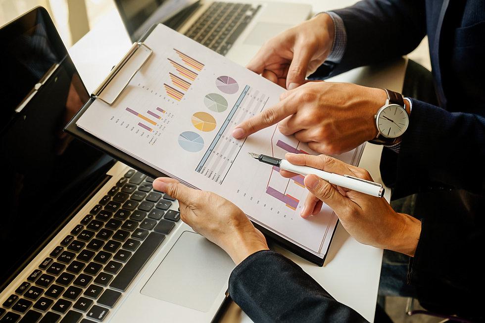 finance-economics-work-male-discussion-l
