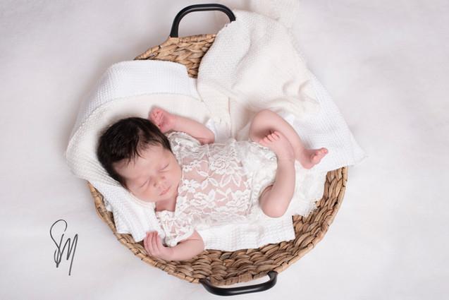 Photographe-naissance-bébé-a-collonges