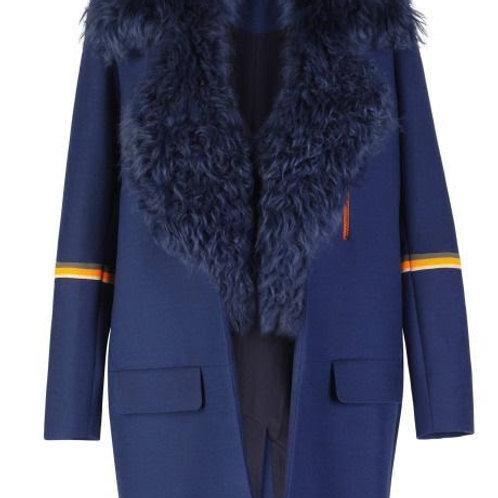Пальто из шерсти с меховым воротником