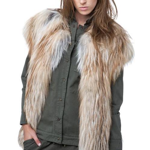 Жилет из меха лисы Saga Furs