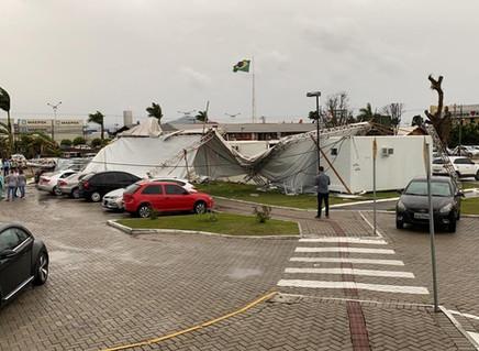 Formação de 'ciclone bomba' e passagem de tempestades provocam ao menos 3 mortes em SC