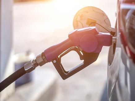 Combustíveis fósseis podem poluir o ar mesmo quando carros estão desligados