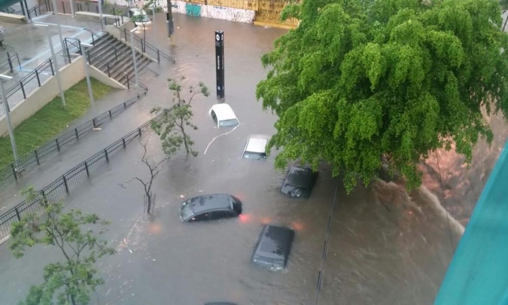 Estudo feito no Centro Nacional de Monitoramento e Alertas de Desastres Naturais também revela aumento de dias secos consecutivos, sugerindo que eventos de precipitação intensa estão se concentrando em períodos mais curtos e espaçados (foto: Ludmilla Souza/Agência Brasil)