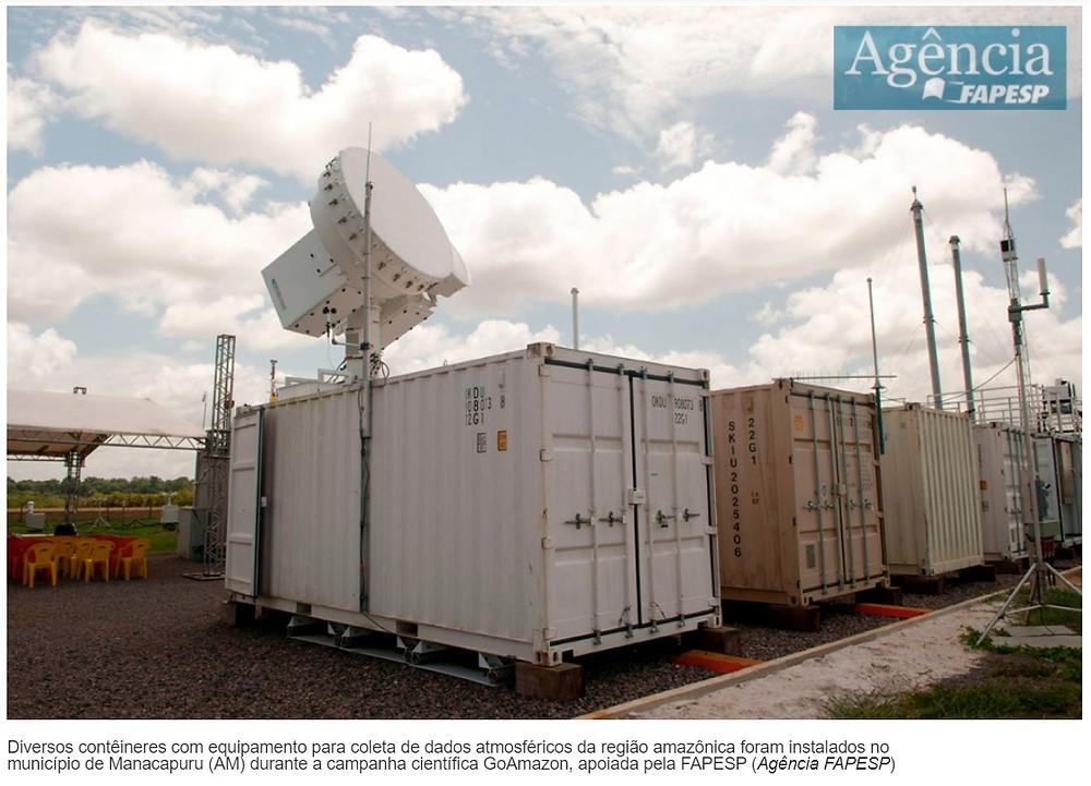 Diversos contêineres com equipamento para coleta de dados atmosféricos da região amazônica foram instalados no município de Manacapuru (AM) durante a campanha científica GoAmazon, apoiada pela FAPESP (Agência FAPESP)