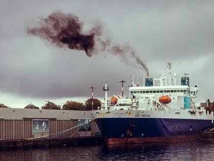 Estudo mostra como os navios afetam a formação de nuvens e o clima