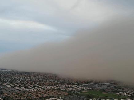 Tempestade de areia cobre subúrbio de Phoenix, nos EUA
