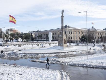Onda de frio paralisa metade da Espanha após nevasca histórica