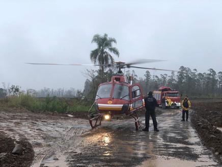 Formação de ciclone e frente fria provocam chuva em SC; trabalhadores ilhados são resgatados por hel