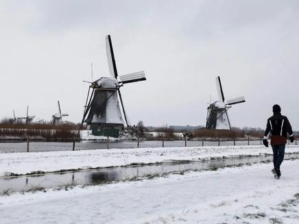 Nevasca causa muitos transtornos no norte da Europa