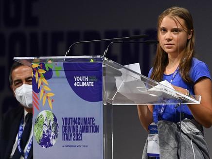 'Trinta anos de blá-blá-blá', diz Greta Thunberg sobre ação de líderes contra aquecimento global