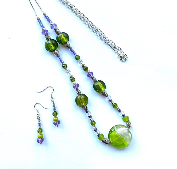 Green glass stone necklace with matching earrings