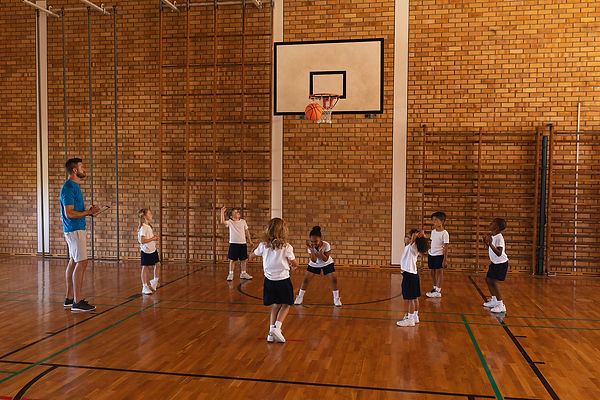 basketball-coach-teaching-to-schoolkids-