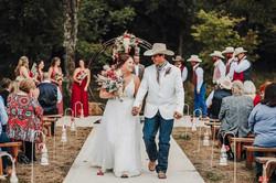 Rustic outdoor wedding at Johnson County wedding venue@haleybphotography