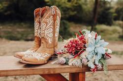Rustic charm at Johnson County wedding venue @haleybphotography