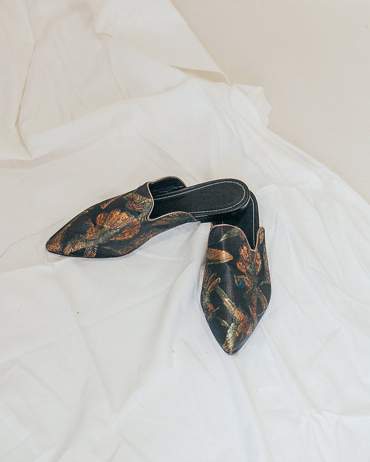 EMBROIDERED POINTED MULES