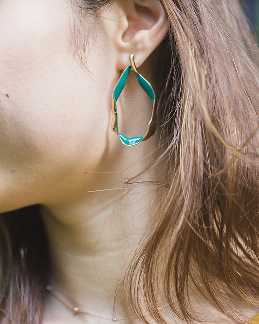 TWISTED WAVE HOOP EARRINGS