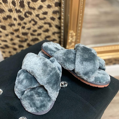 Faux Furr Crossover Slippers