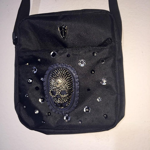 Cross-over bags: Skull and dots