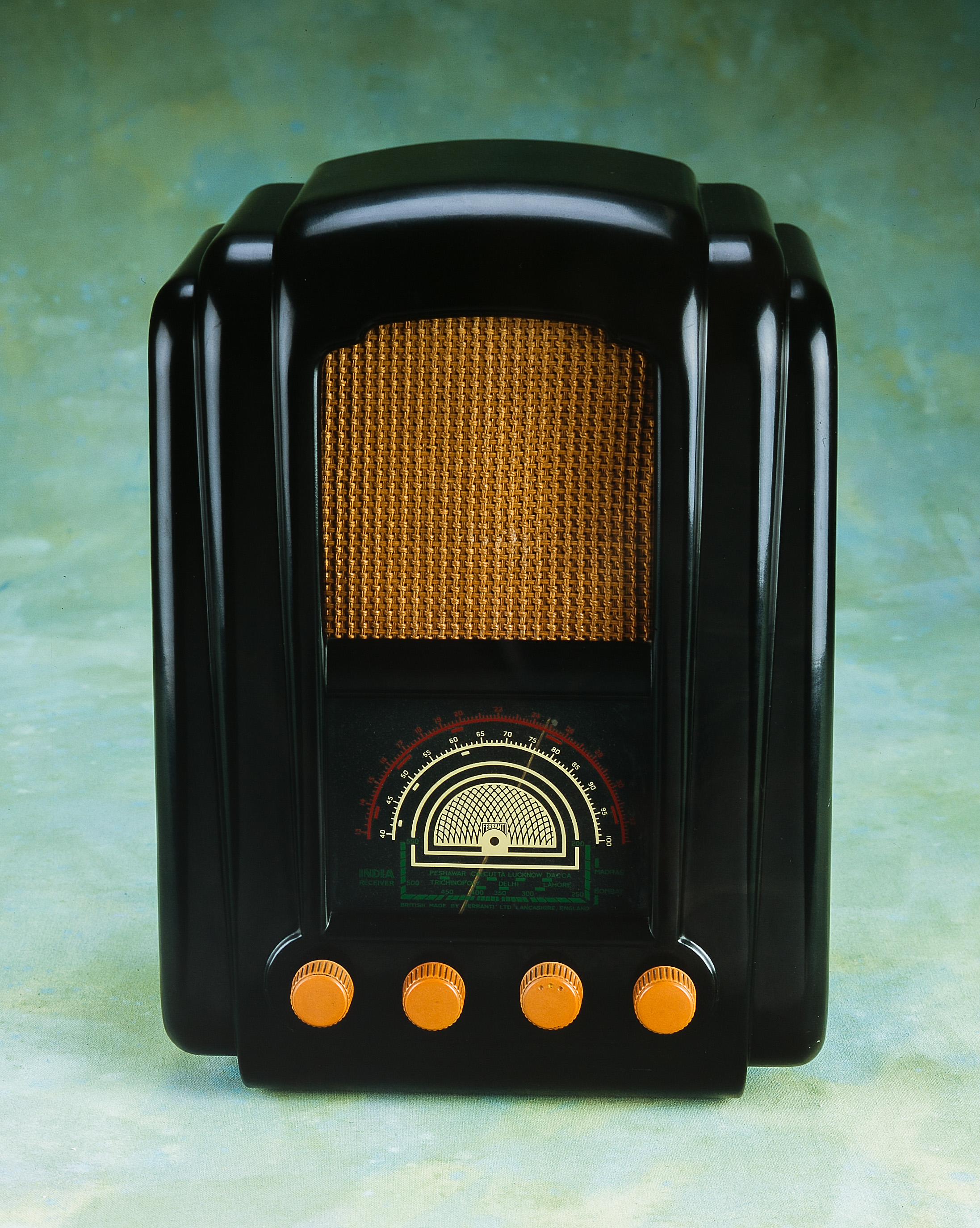 SCAN-1247_Radio_web.jpg