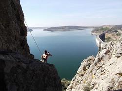 Escalada en el cerro del castillo de Alange.jpg