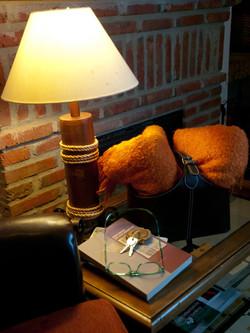 detalle lámpara chimenea