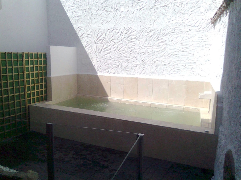 Terraza con spa planta primera