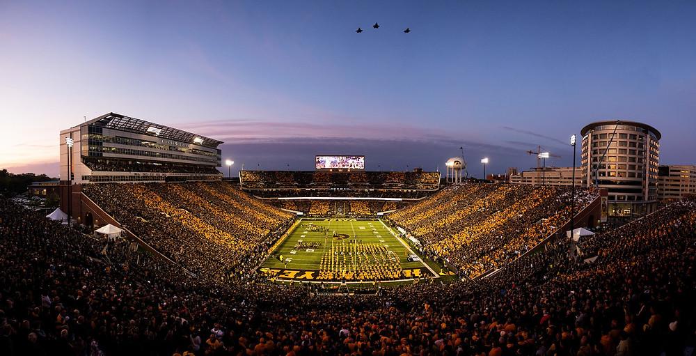 Kinnick Stadium, Iowa Hawkeyes, College football stadium